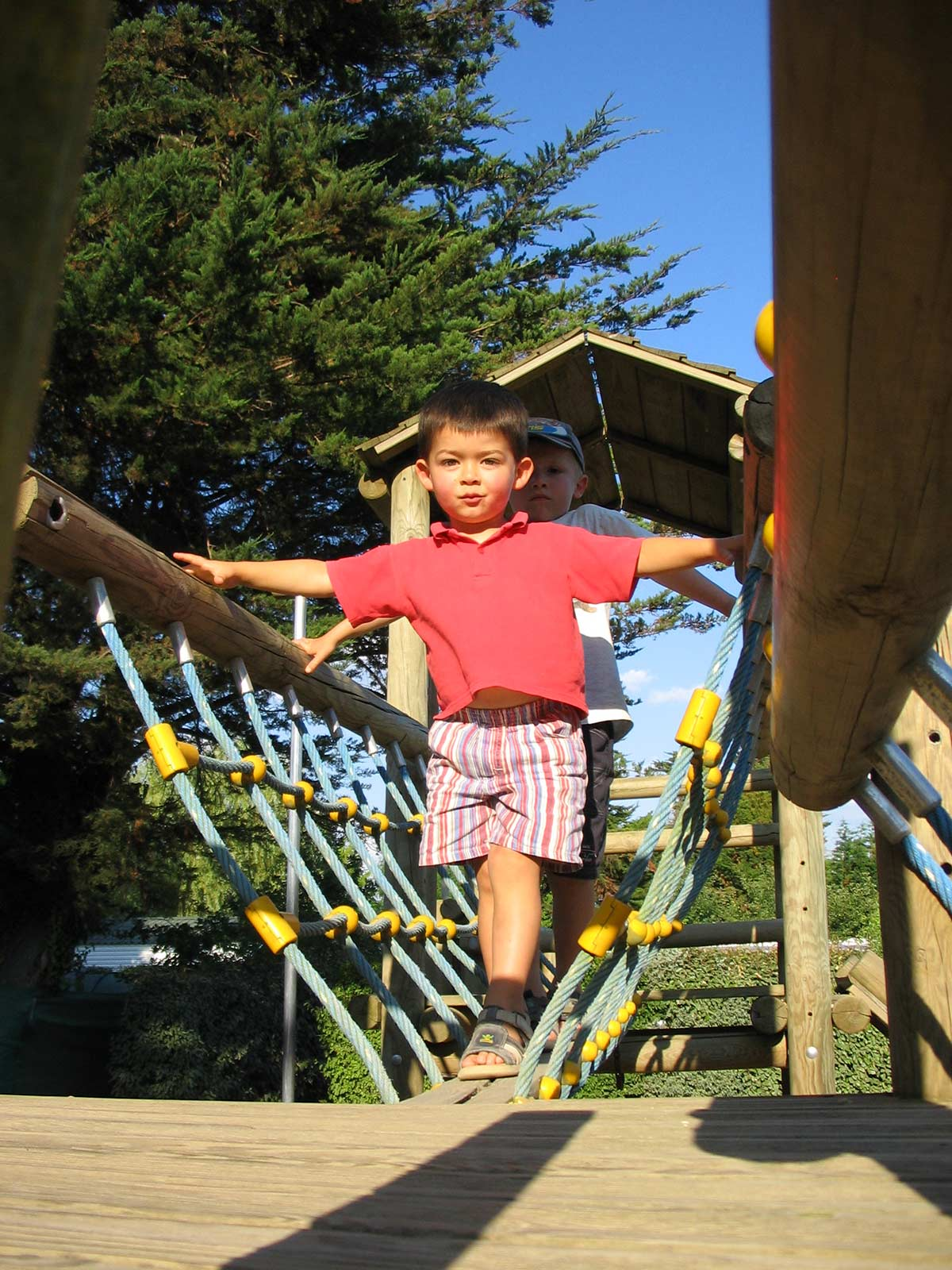 pont supendu de l'aire de jeux enfants